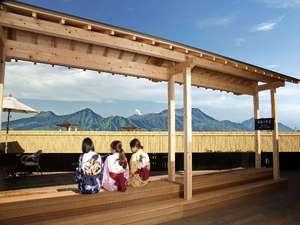 南阿蘇夢しずく温泉 ホテル夢しずく:足湯から眺める阿蘇五岳
