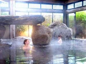 あわら温泉 ゆ楽 庭園巨石風呂 YURAKU:【はなこの湯】 ※とうとうと湯船を満たす美人の湯♪