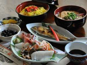 湯守りの宿 田中屋:【夕食(一例)】旬の食材を生かしたお料理は、全て女将の手作りです。
