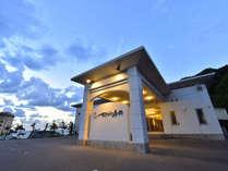 日本の夕日百選 由良海岸を臨む ホテルサンリゾート庄内の写真