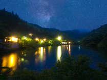 山里湖畔の秘湯 みどり荘 【白黒の源泉100%かけ流し】の写真