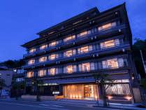 【ホテル宮島別荘】夕陽と海を望む畳温泉と、地産地消の欧風料理の写真