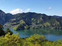 山々と湖に抱かれた絶景の一軒宿 神泉の施設写真1