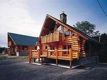 森のログホテル カムループスの写真