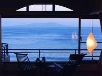 伊豆大島を正面に臨む眺望絶佳の宿 熱川館の写真
