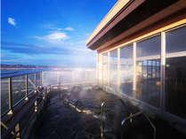 【わたり温泉 鳥の海】 青の絶景と金色にかがやく天然温泉の宿の施設写真1