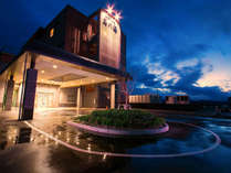 【わたり温泉 鳥の海】 青の絶景と金色にかがやく天然温泉の宿の写真