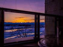 【『十勝川×夕陽』の冬景色に乾杯】お部屋のモール温泉に浸かりながらスパークリングワインを♪/2食付