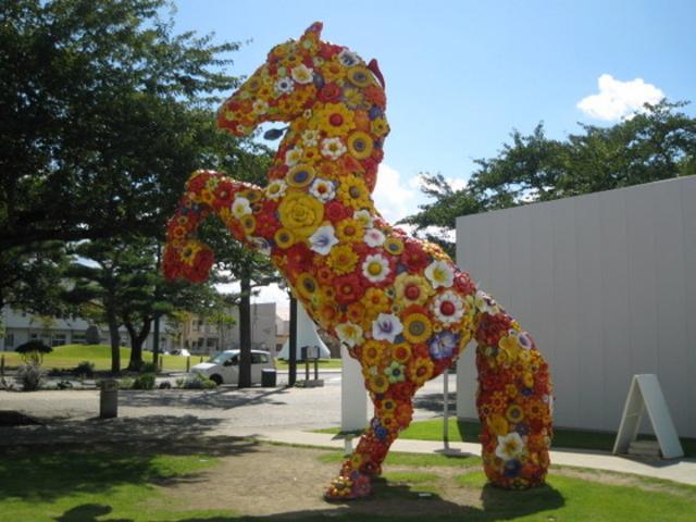 フラワーホース_十和田市現代美術館