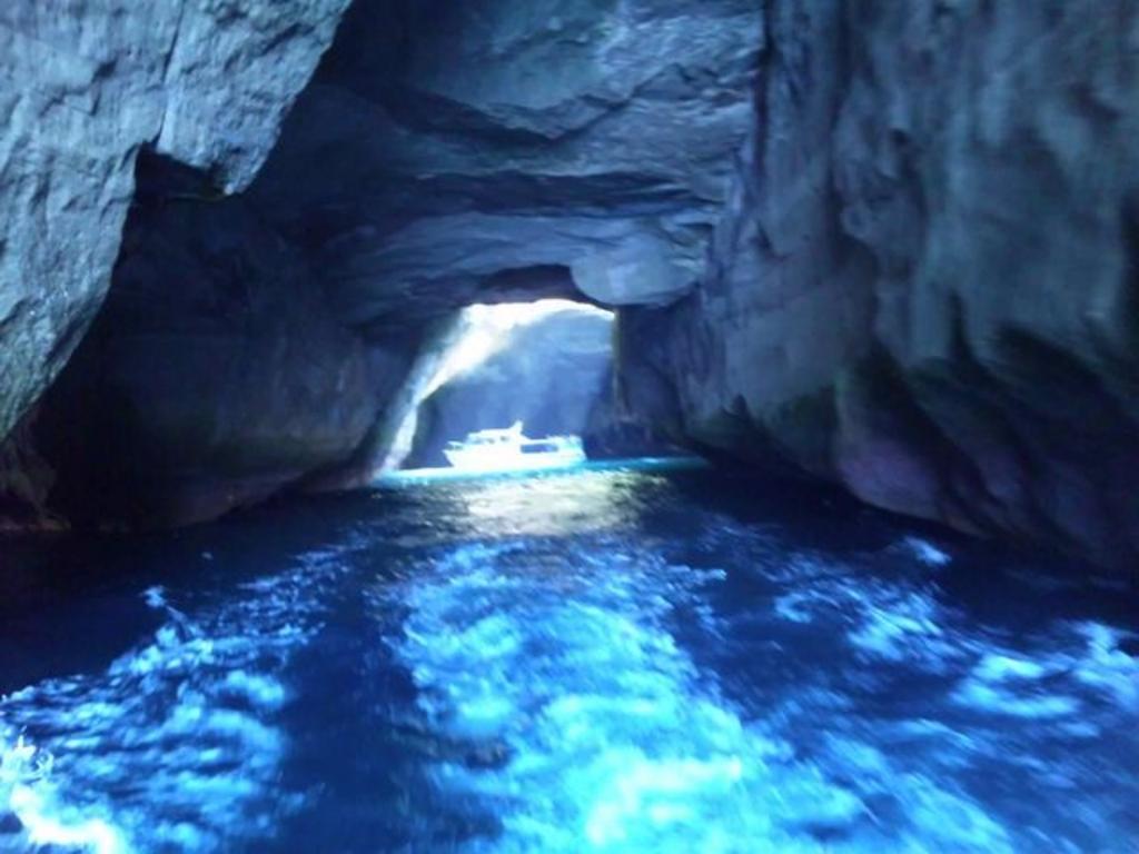 堂ケ島洞窟めぐり遊覧船