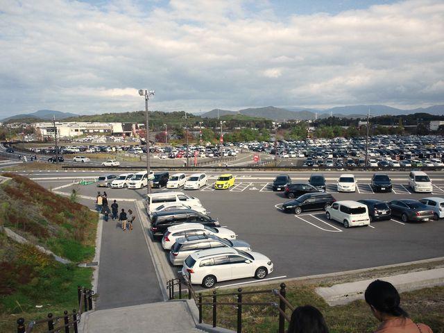 車が帰り始めた駐車_三井アウトレットパーク 滋賀竜王