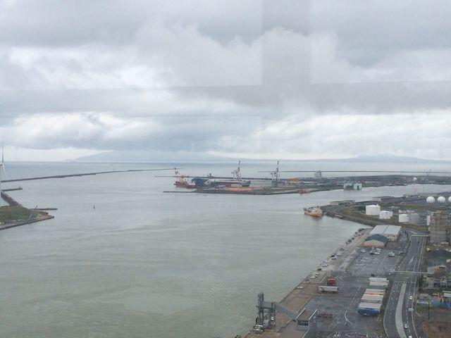 展望室から見た海_道の駅 あきた港 ポートタワー・セリオン