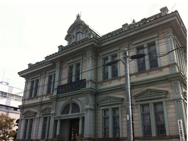 弘前城のすぐ近く!無料開放の日もあります。_青森銀行記念館
