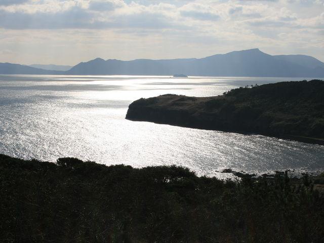 平戸島を望む。_大バエ灯台
