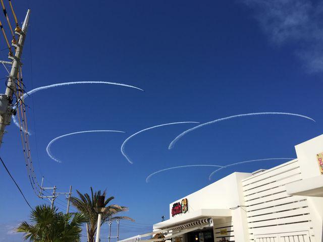 航空機による五輪マーク、運が良ければこんなものまで見れます_瀬長島