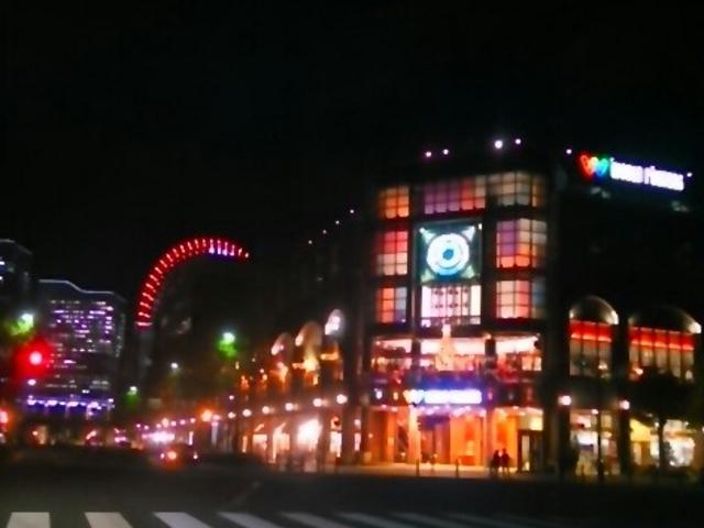 横浜ワールドポーターズの『イルミネーション』。暖かな感じのイルミネーション。_横浜ワールドポーターズ