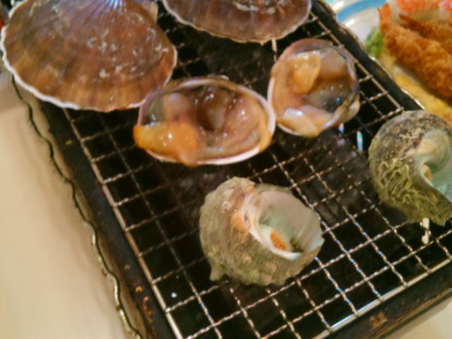 『浜焼き』。牡蠣・さざえ・ホタテ貝等が食べ放題。_沼津港飲食店街