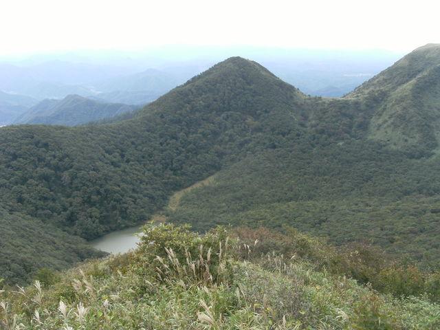 女三瓶山から室の内池を見下ろす_大山隠岐国立公園 三瓶山