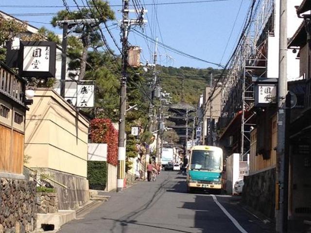 八坂通り沿い_京都祇園・天ぷら八坂圓堂