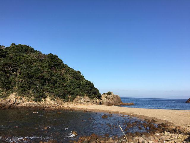 妙見浦展望所脇から海岸にも降りれます。ダイバースポット!_妙見浦の洞門・洞くつ
