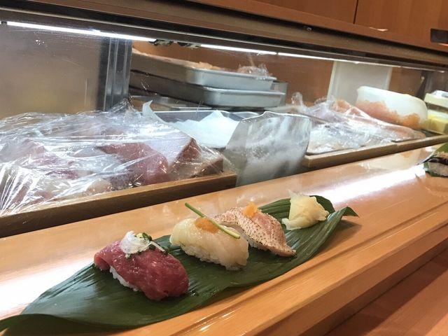 左から、佐賀牛あぶり、ふぐ、ノドグロ_ひょうたん寿司