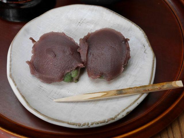 草餅にあんこがのったお菓子_中将堂本舗