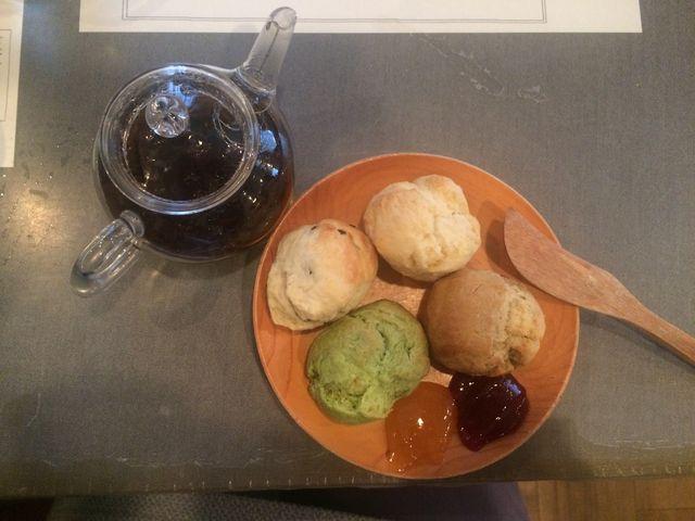 スコーンと紅茶_ラ・ターブル・ドゥ・イズミ