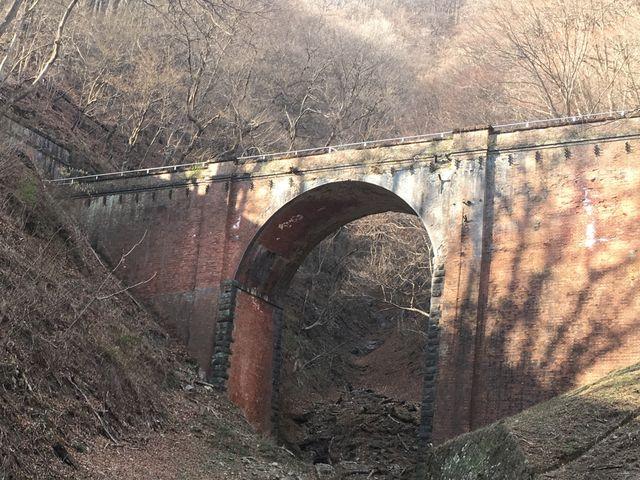 此れは「めがね橋」の手前ですわぁ!此れもなかなか、イイですよねぇ!(4/5)_碓氷第三橋梁(めがね橋)