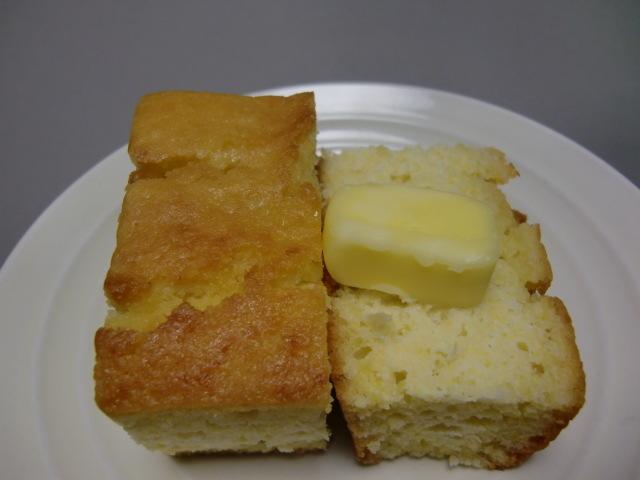 大好きなコーンブレッド。バターがとってもよく合います_きのストアー