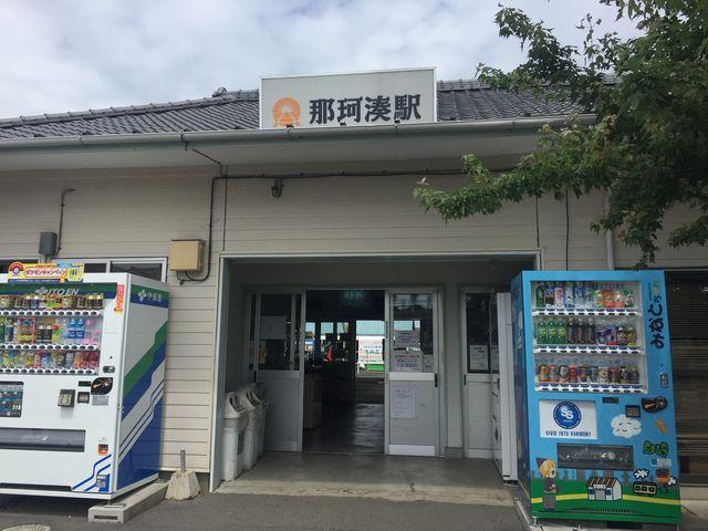 駅では観光パンフが手に入ります_那珂湊駅
