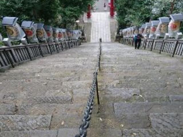 石段の上から_愛宕神社