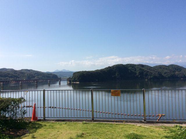 秋晴れのダムと晴天模様_釜房ダム