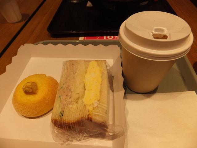 カワセミベーカリーのタマゴサンドとツナサンドのセット・栗タマゴパン:具がしっかり詰まってます。_恵那峡サービスエリア(上り)
