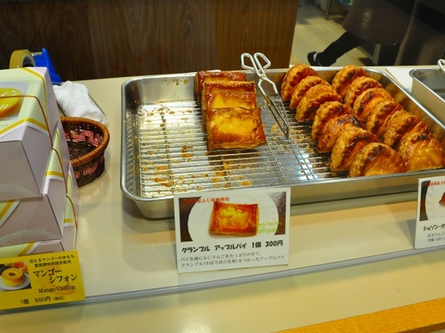 焼きたてのりんごパイを堪能あれ_Sweets Factory pampam