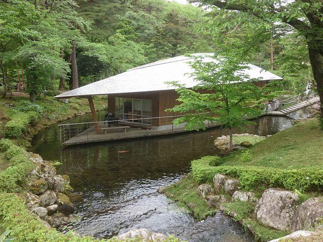 池の中に_天水舎