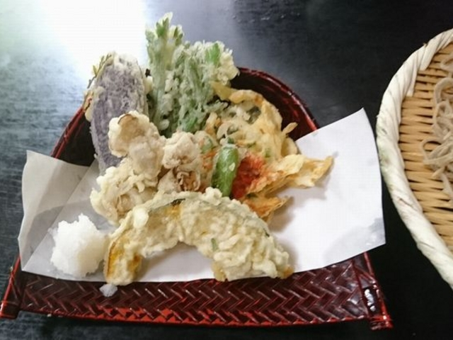 お蕎麦と一緒に野菜の天ぷら_報徳庵