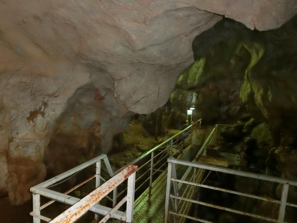 洞窟内の通路