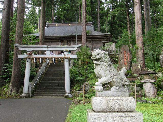 本殿前の階段_須波阿須疑神社
