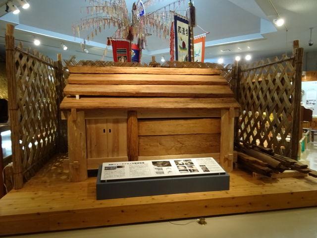 木製家形墓の復元展示_宜野座村立博物館