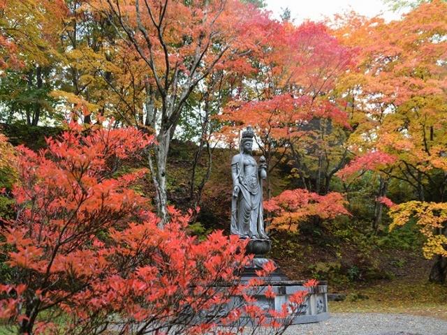 紅葉がきれいなスポット_霊松寺