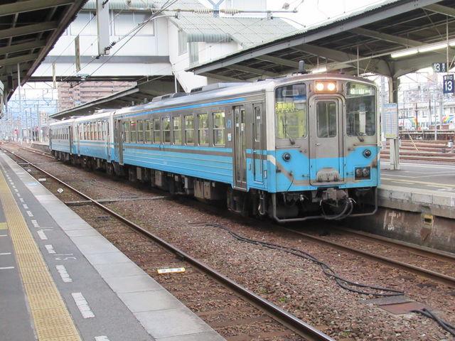 ディーゼルカーが似合う駅です。_JR松山駅