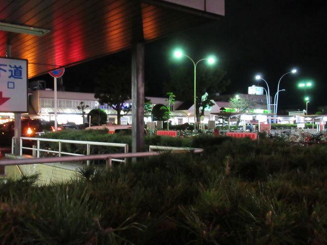 夜の松山駅前_JR松山駅