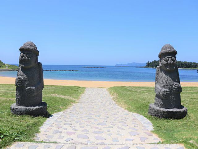 トルハルバン(石のお爺さん)_波戸岬海水浴場