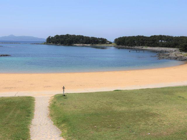海水が透き通り砂浜も綺麗_波戸岬海水浴場