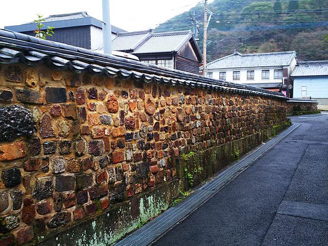 長い塀_トンバイ塀のある裏通り