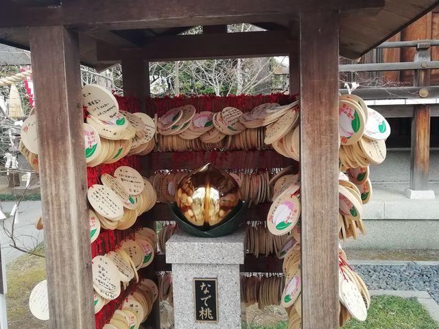狭い境内に、お参り舎がたくさん_行田八幡神社