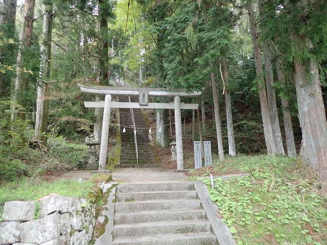 大滝山頂上にある神社_西照神社