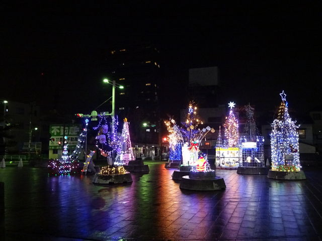 綺麗にライトアップされてます_JR坂出駅