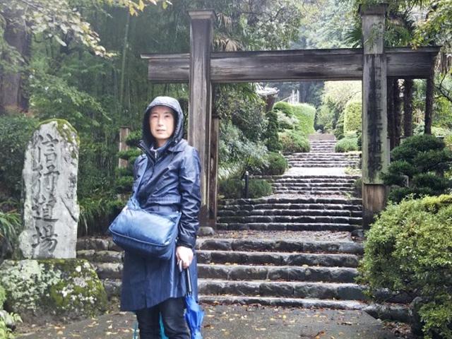 上側の参道入口近くに在る日蓮宗の道場_日蓮聖人御草庵跡