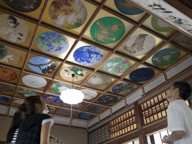 写経・写仏道場の天井画_當麻寺 中之坊